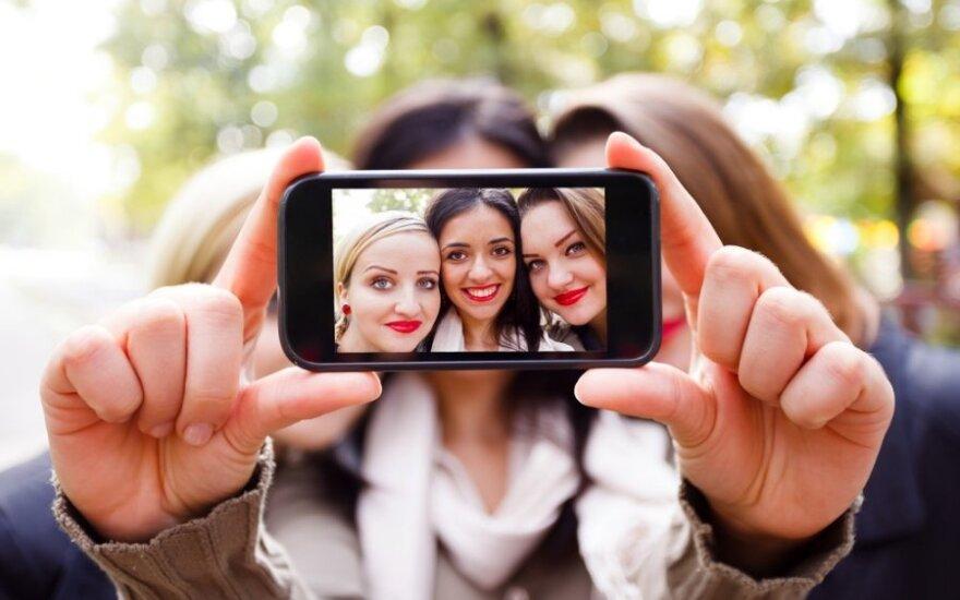 3 garsios fotografės patarimai, kaip susikurti tobulą asmenukę