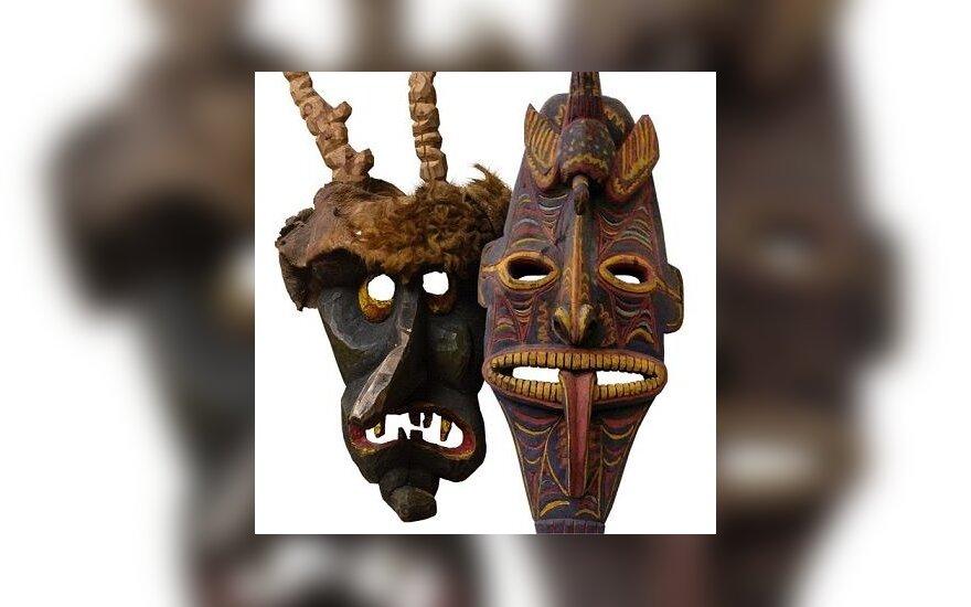 """""""Aušros"""" muziejuje – kaukių ir ritualinių daiktų paroda"""