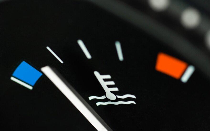 Kuo rizikuoja vairuotojai, nekeisdami aušinimo skysčio