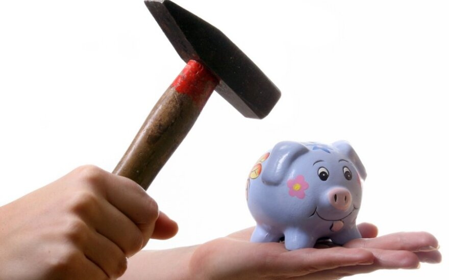 Gyventojų pradelstos skolos per metus išaugo 890 mln. litų