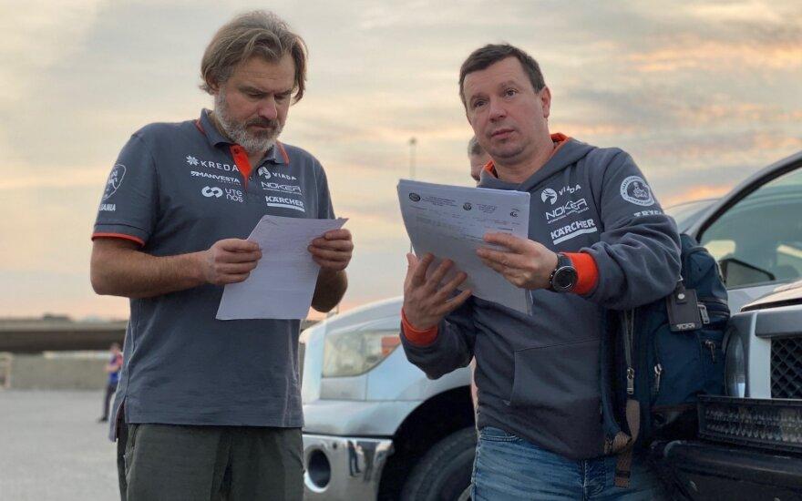 Antanas Juknevičius Saudo Arabijoje atsiima Dakaro ralio techniką