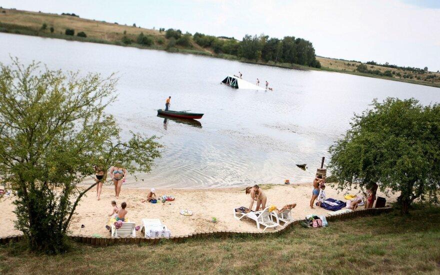 Gelužės ežere nardęs naras apstulbo – gelmėje aptiko tanką