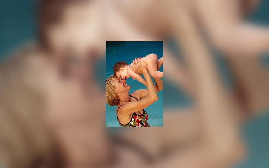 Motina, moteris su kūdikiu