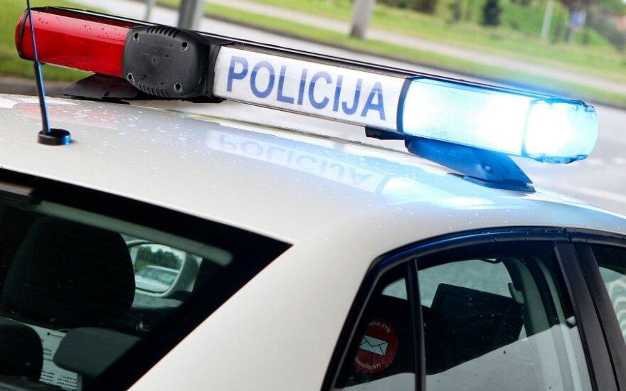 Nuo policijos bėgusių jaunuolių BMW apsivertė Pasvalio r.: 4 sužaloti