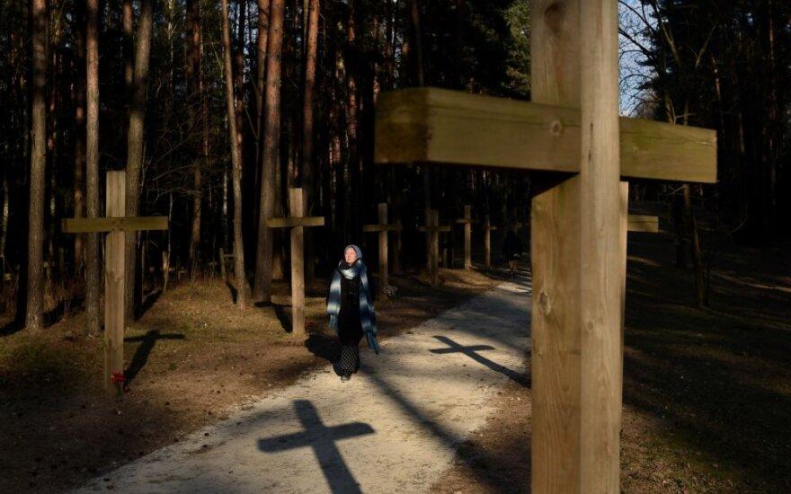 Lenkija pasmerkė kryžių griovimą sovietinių egzekucijų vietoje Baltarusijoje