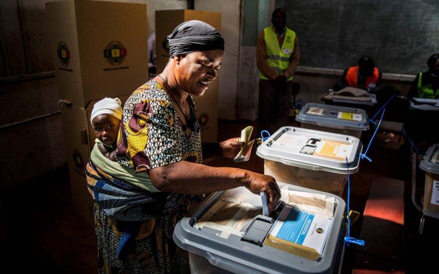 """Zimbabvės opozicija atmeta """"suklastotus"""" rinkimų rezultatus"""