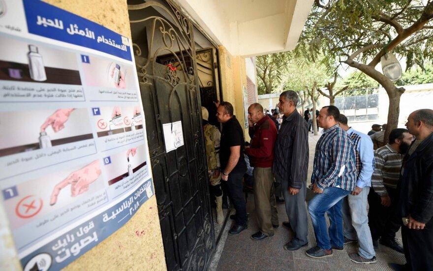 Egiptas antrą dieną balsuoja prezidento rinkimuose