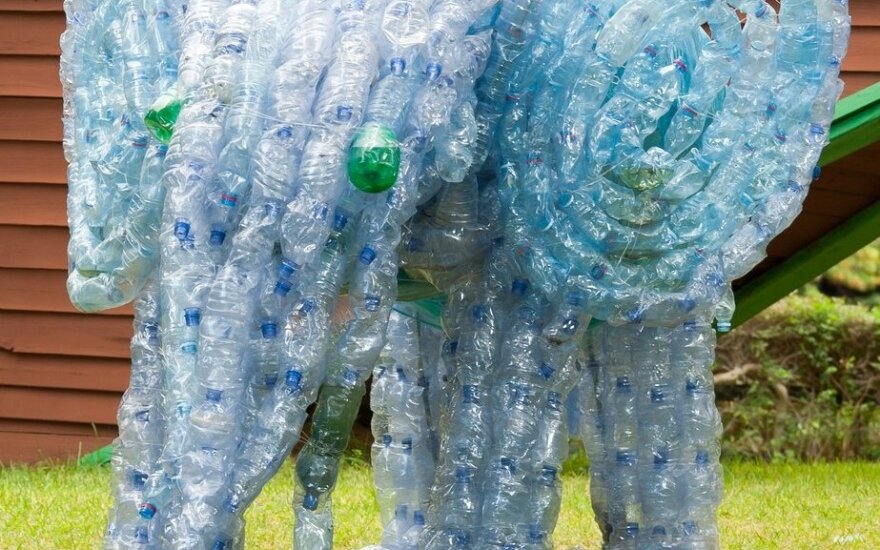 5 idėjos, kaip namuose panaudoti tuščius plastikinius butelius