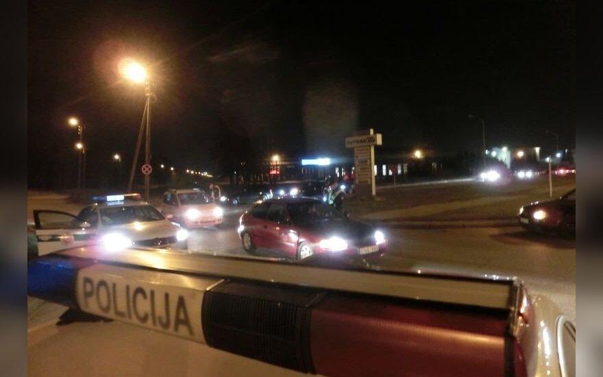 Policija Kaune išvaikė nelegalių lenktynių dalyvius