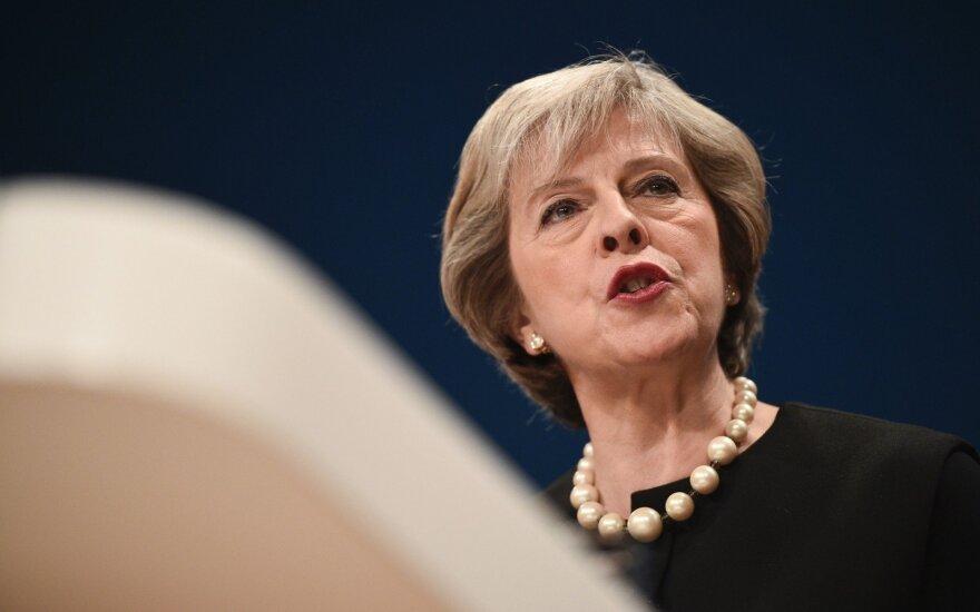 """Po kritikos bangos – svarbus Theresos May pareiškimas dėl """"Brexit"""""""