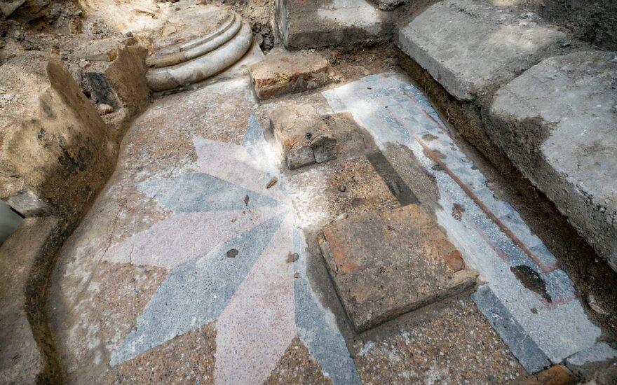Archeologai atrado du Vilniaus Didžiosios sinagogos kolonų pagrindus