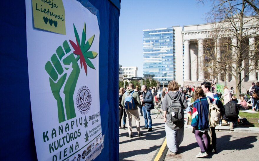 The cannabis' culture day in the front of the Parliament