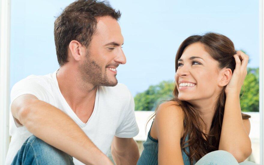 Mokslininkai nustatė tris veido išraiškas, rodančias, kad su jumis kažkas flirtuoja