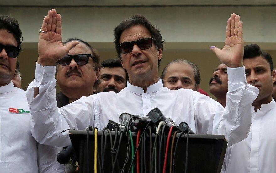 Pakistano parlamentas premjeru patvirtino Imraną Khaną