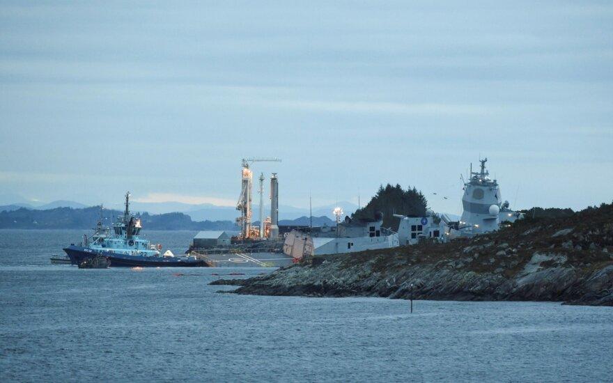 Norvegijoje mėginama išgelbėti su naftos tanklaiviu susidūrusią fregatą