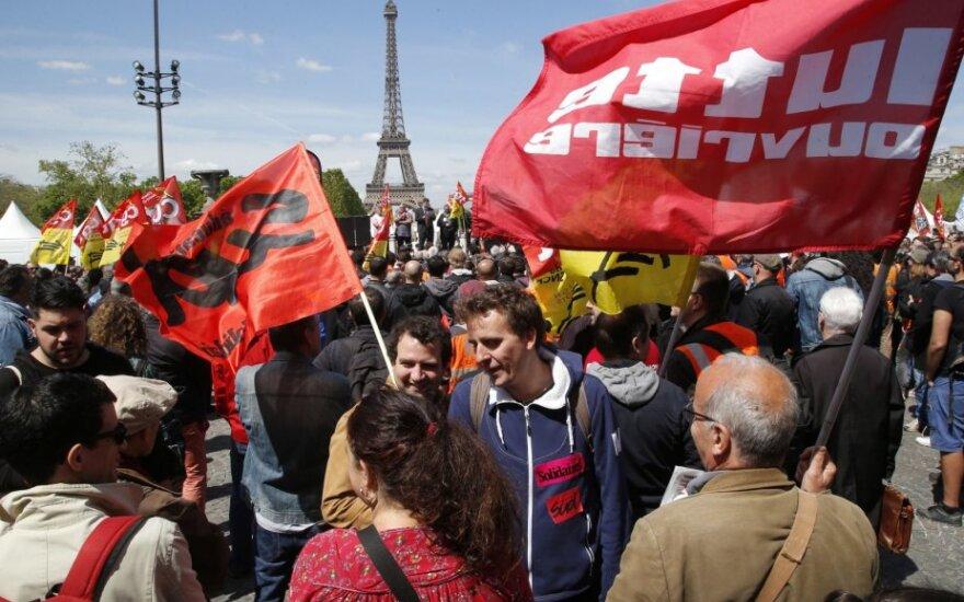 Streikuojantys Prancūzijos geležinkelių darbuotojai