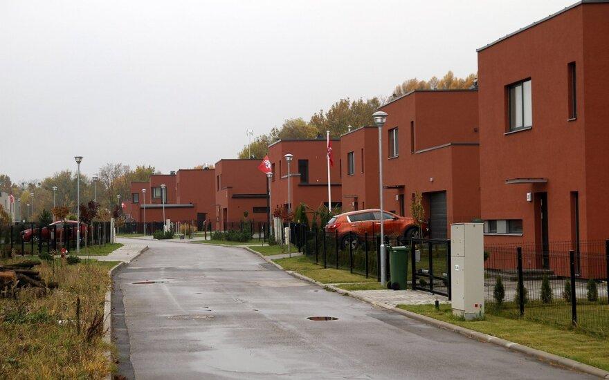 Namai Žaliosios girios gatvėje Noreikiškėse