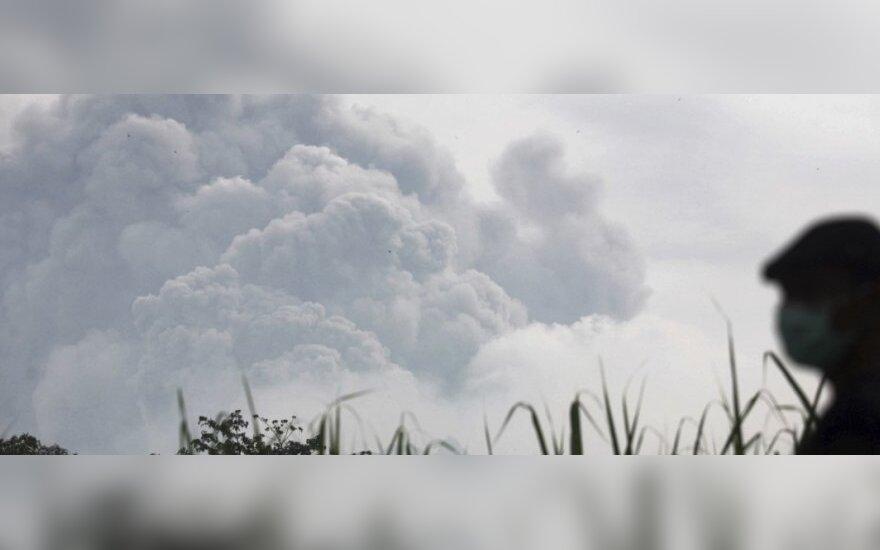 Indonezijoje išsiveržė ugnikalnis