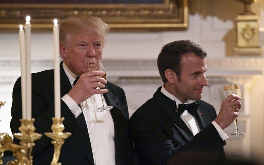 Komikų dėmesį patraukė Trumpo ir Macrono santykiai