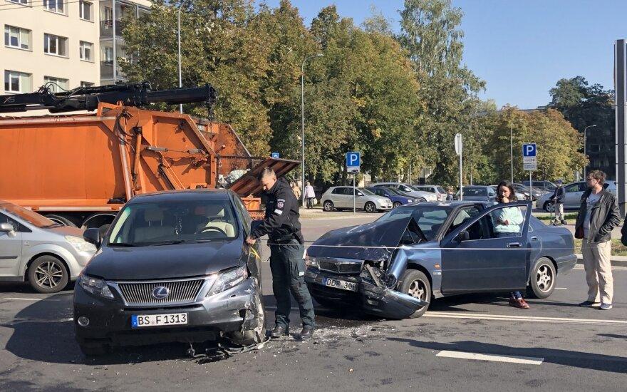 Į avarijos vietą Vilniuje skubėjo policija, medikai ir ugniagesiai