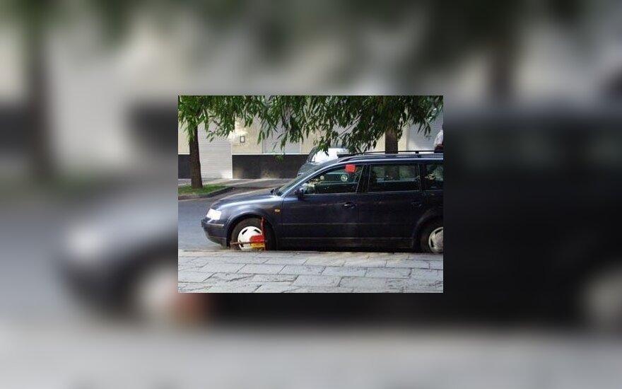 Vilniuje ketinama pažeidėjų automobilius ne blokuoti, o fotografuoti
