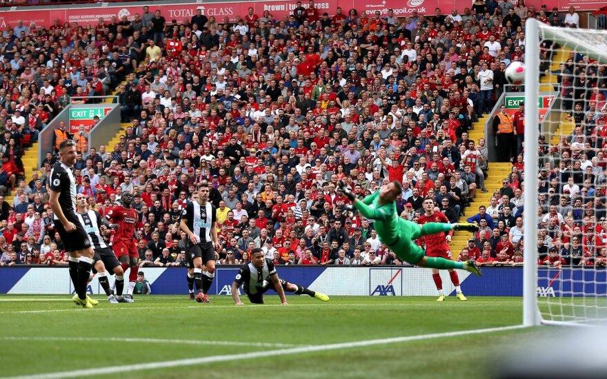 """Anglijoje dominuojantys """"Liverpool"""" futbolininkai pratęsė rekordinę pergalių seriją"""