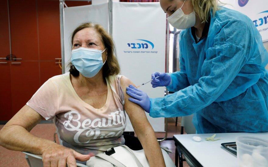 Įspūdingą vakcinavimo tempą demonstruojanti šalis: 100 tūkst. dozių per dieną – ne riba