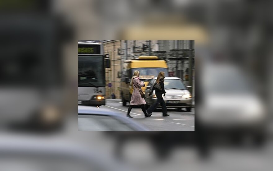 Vairuotojai įspėjami saugotis išsiblaškiusių pėsčiųjų