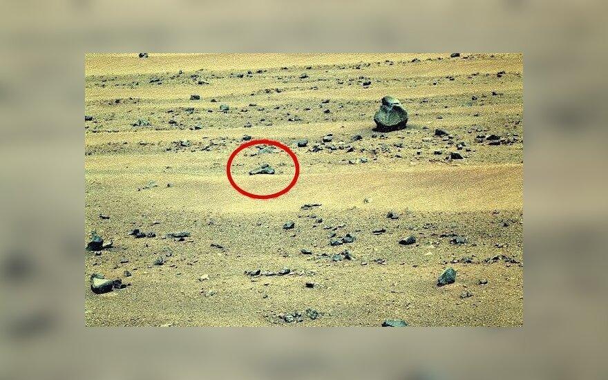 NASA platintose nuotraukose aptiktas pistoletą primenantis objektas