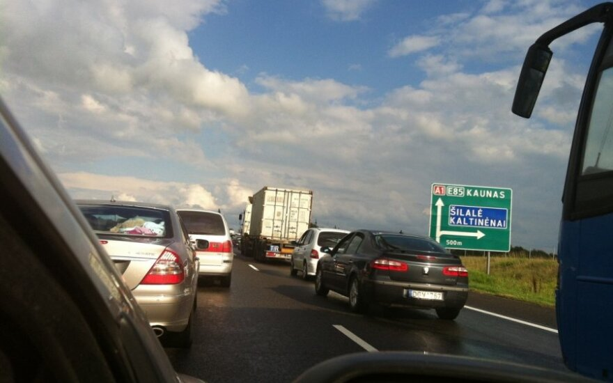 Automobilių grūstis kelyje Klaipėda-Kaunas