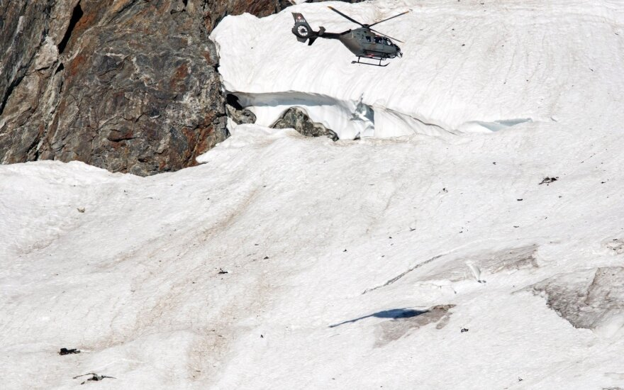 Audros Šveicarijos Alpėse aukų padaugėjo iki devynių