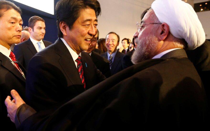 Shinzo Abe, Hassanas Rouhani