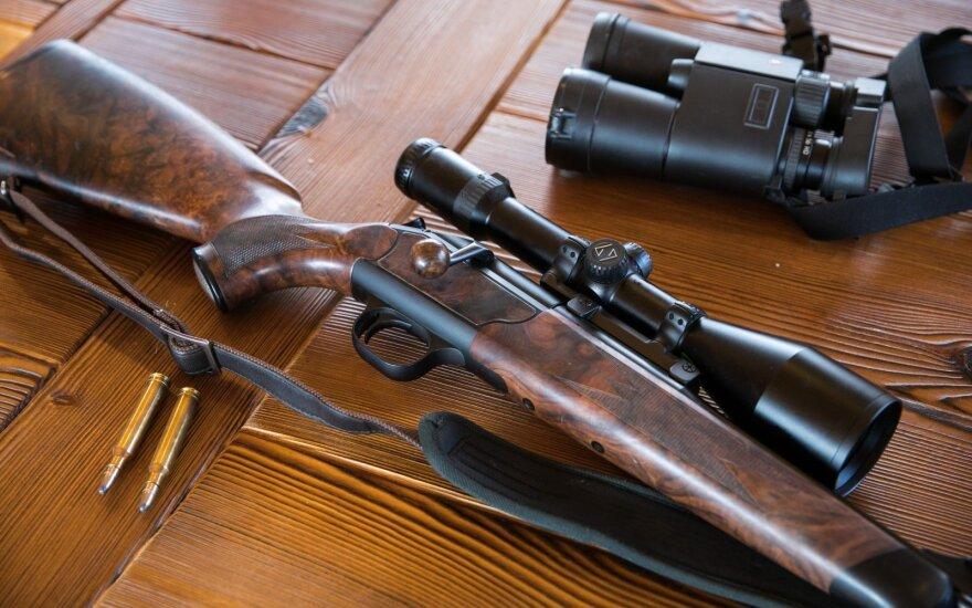 Ukmergės rajone per medžioklę švedą peršovusiam vokiečiui gresia iki 7 metų nelaisvės