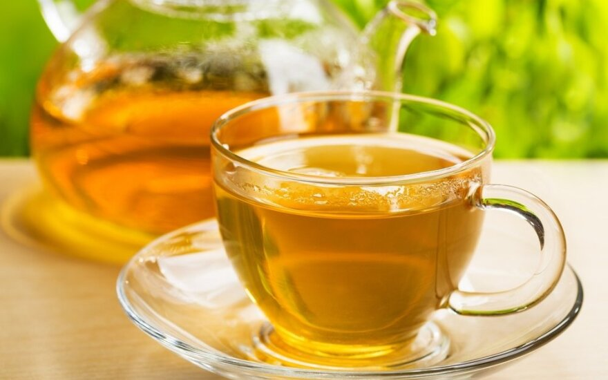 Tyrimas: kaip lietuviai dažniausiai saldina arbatą
