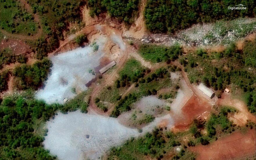 Šiaurės Korėjoje – sprogimai: skelbiama, kad sunaikintas branduolinių bandymų poligonas
