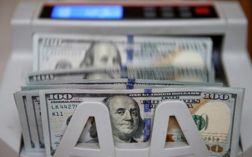 JAV doleris smunka, investuotojai laukia išsamesnės informacijos apie D. Trumpo politiką