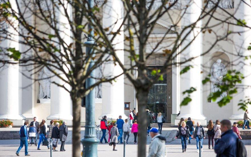 """""""Eurostat"""": Lietuviai gyvenimu patenkinti mažiau nei latviai ar estai"""