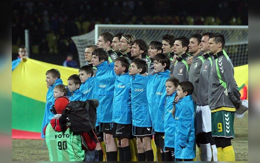 Lietuvos futbolininkai per himną