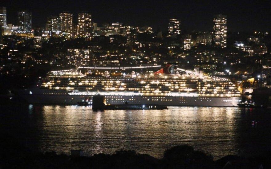 Carnival Spirit kruizinis laivas Sidnėjaus įlankoje