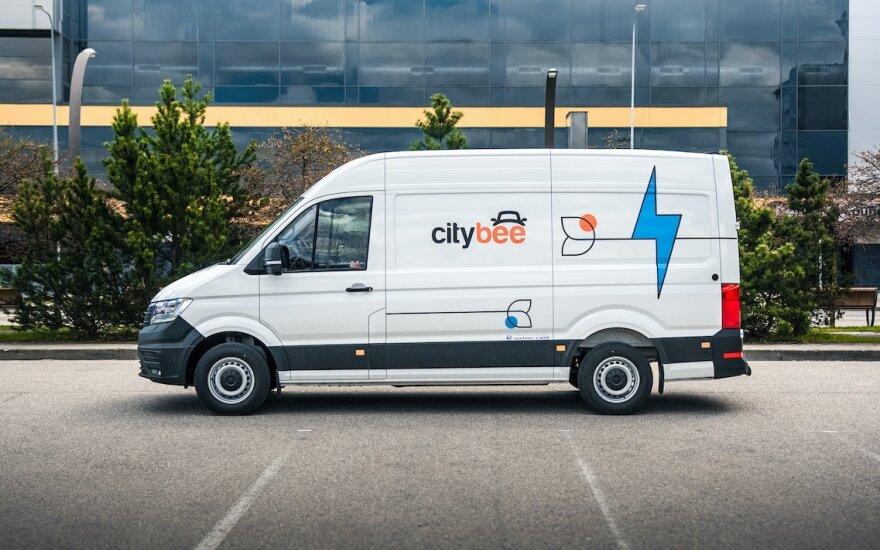 """""""CityBee"""" pradėjo parko elektrifikaciją: į gatves paleisti naujieji elektromobiliai"""