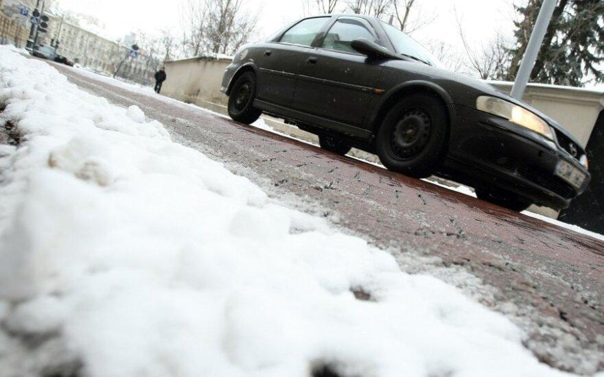 Visoje Lietuvoje rajoniniai keliai provėžoti, slidūs