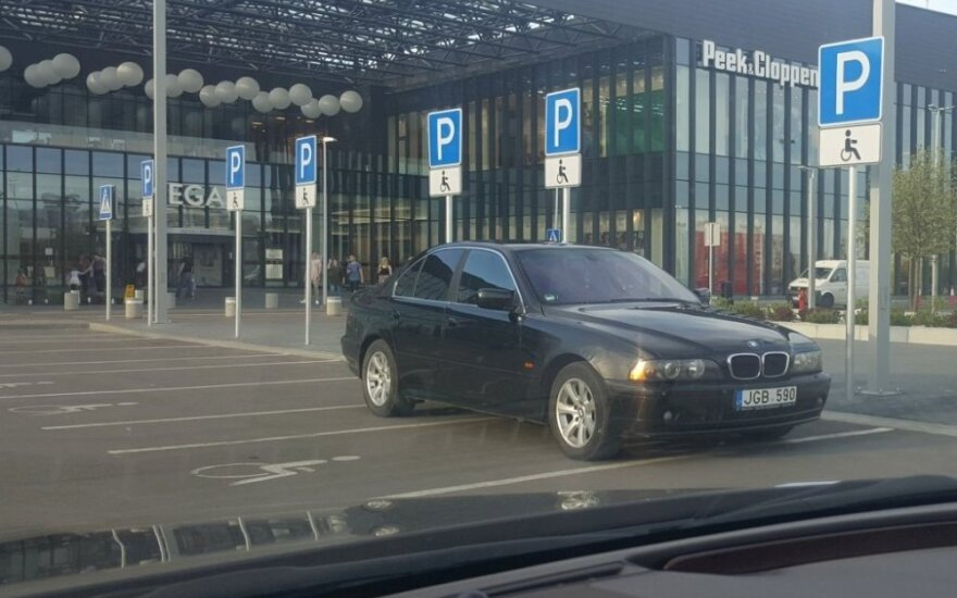 BMW parkavimosi ypatumai