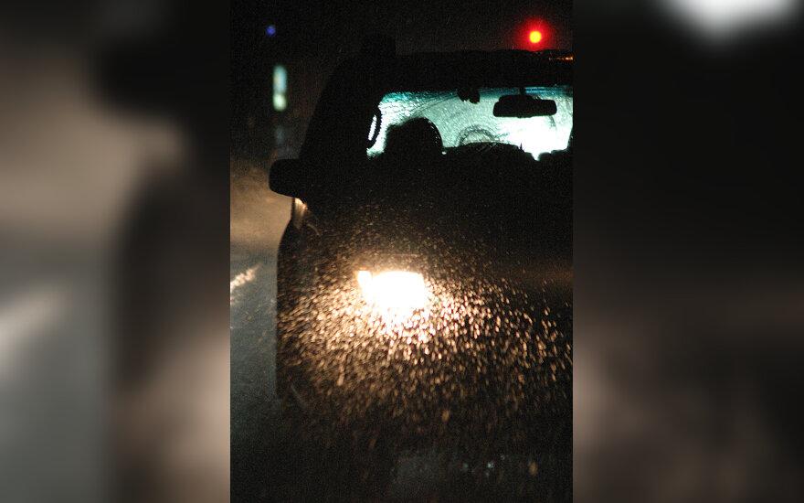 Lietus, gatvė, automobilis