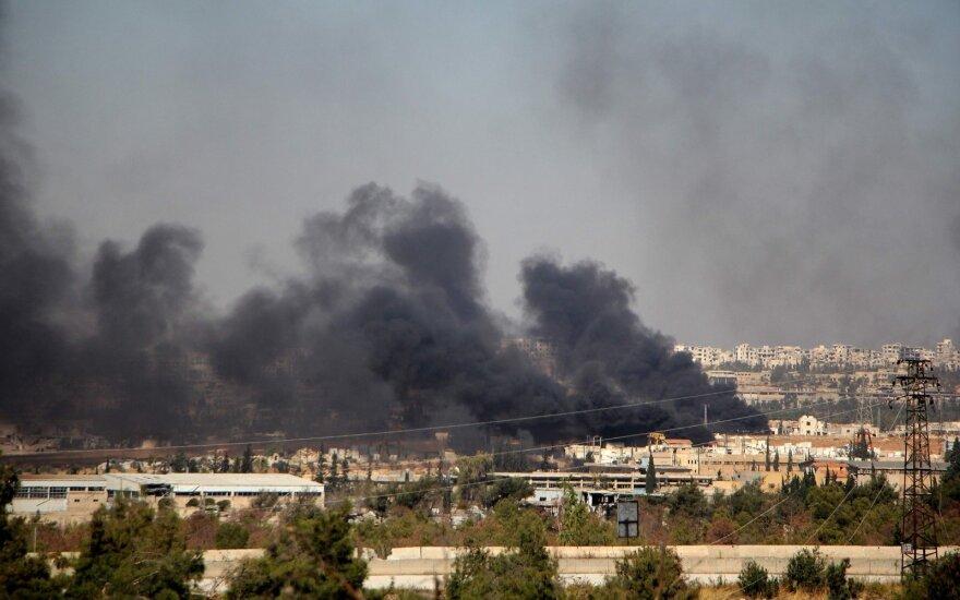 Iš Rusijos lėktuvų bombarduotas IS kontroliuojamas, bet turkų pajėgų apsuptas Sirijos miestas