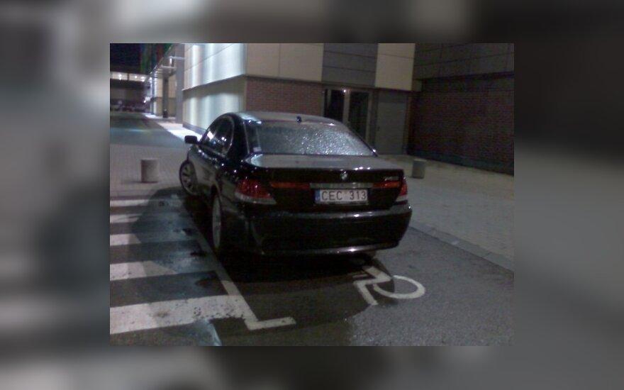 """Parkavimas Kaune, prie """"Megos"""""""
