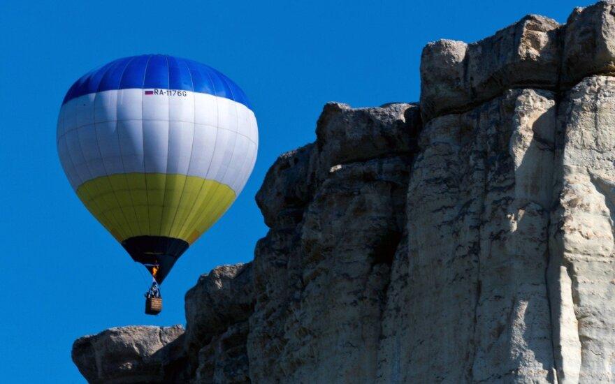 Kryme vėjas nunešė oro balioną su jo krepšyje buvusiu vaiku