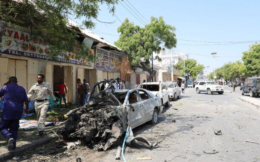 Somalyje sprogus bombai žuvo mažiausiai 11 žmonių, dar 16 sužeisti