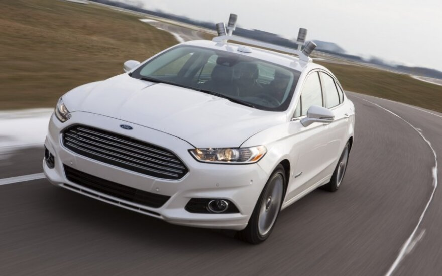Bepilotis Ford automobilis