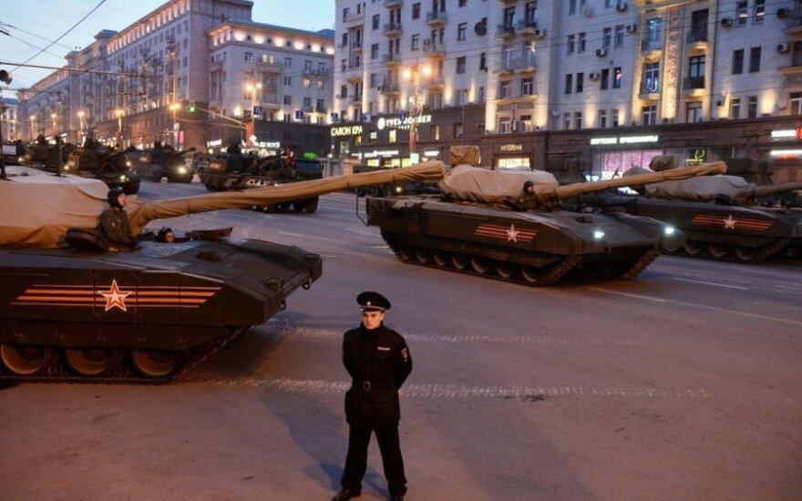 Internautai svarsto: kas nutiko Rusijos tankams?