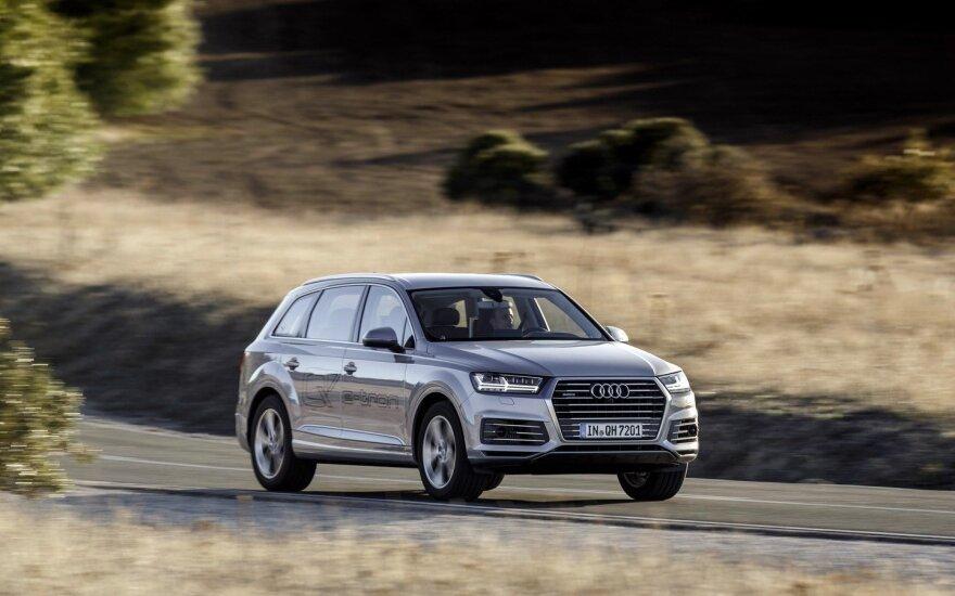"""Audi Q7 e-tron"""